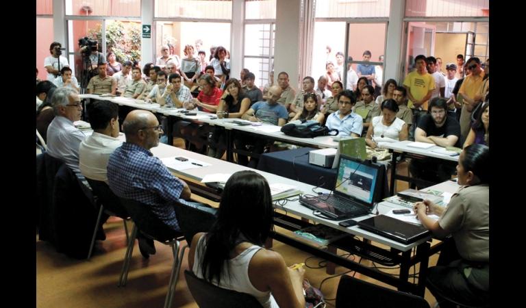 """I Coloquio """"Diálogos por la paz y la memoria"""", que reunió a civiles y militares.  Enero, 2013."""