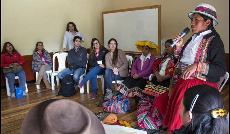 Taller de capacitación del Proyecto Capital con mujeres beneficiarias del programa Juntos.