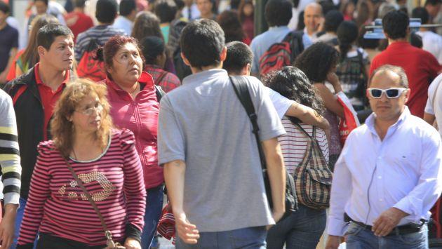 FOTOS DEL TRANSITO PEATONAL EN EL JIRON DE LA UNION EN EL CENTRO DE LIMA.