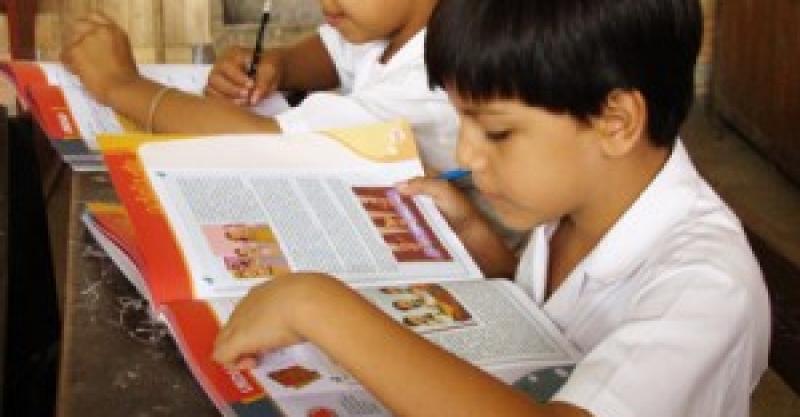 """Programa """"Leer es estar adelante"""" implementado por el IEP recibe premio en la CADE 2012"""