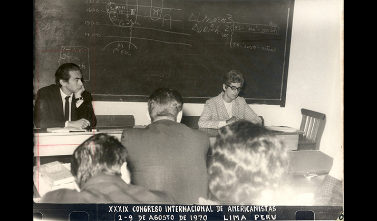 Julio Cotler (al extremo izquierdo) en una de las mesas del XXXIX Congreso Internacional de Americanistas. Agosto, 1970.