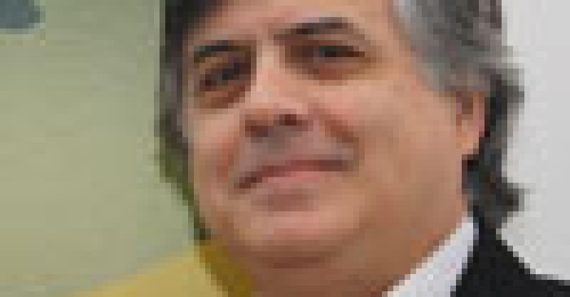 Marcos Cueto Caballero resulto ganador del Premio Manuel J. Bustamante de la Fuente 2010 por sus trabajos pioneros en el tema de la historia de la medicina y la salud en el Perú