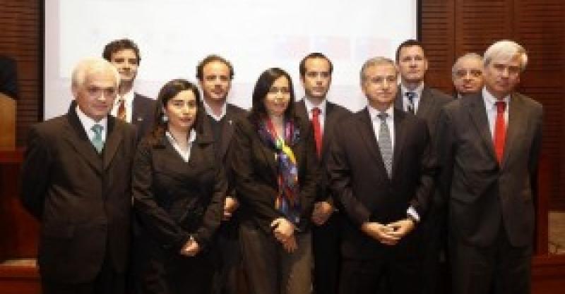 Ministerios de Hacienda y de Desarrollo Social de Chile participan en seminario sobre educación financiera patrocinado por el Proyecto Capital del IEP