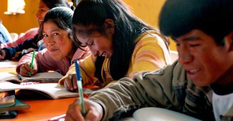 Tesis ganadoras en concurso de la Sociedad de Investigación Educativa Peruana se presentan en el IEP