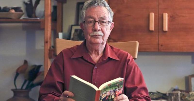 """[Vídeo] Mesa verde """"El cuaderno de mi papá alemán. Memoria de la persecución judía"""" de Enrique Mayer."""