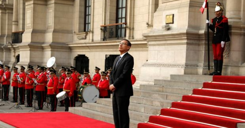 El fiscal general de Perú, investigado por corrupción, amenaza al presidente Vizcarra